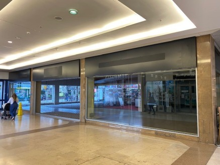 The Kennet Centre - Newburys only covered Shopping Centre  We are looking for independents or existing operators to occupy the vacant space.   We can offer:  A range of different sized units to suit your needs  Short to long term leases from 6 weeks,...