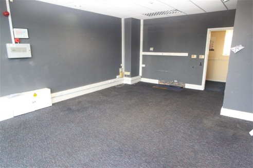 Ground Floor Office of approximately 466sqft benefitting from a retail frontage, suspended ceiling with strip lighting, air conditioning, kitchen and 2 toilets.   Situated on the junction of Henleaze Road and Wellington Hill West, providing easy acce...