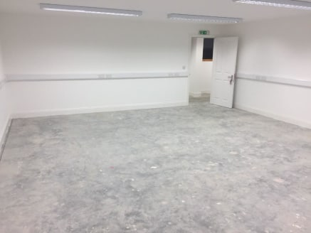OFFICE TO LET. Situated on the Barleylands Estate the site provides easy access to A127 and A13, with the M25 and A130 being approximately 15 minutes drive away. RECENTLY REFURBISHED the space benefits from AMPLE PARKING onsite, toilet facilities & o...