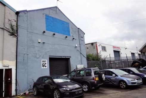 The unit is a industrial unit offering suitable and affordable accommodation for many businesses.\n\nACCOMMODATION\n\nThe property is part of a mixed use complex with and provides the following accomodation:-\n\nWork shop & office 226....