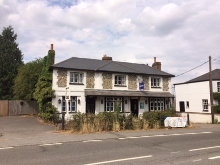 The building is prominently located fronting the A4130 one of the main approach roads to Henley-on-Thames which is approximately 1/2 mile away. In turn the A4130 connects with the A404(M) which directly links with the M4 (Junction 8/9) and the M40 (J...