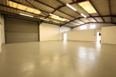 Industrial Premises with Good Parking