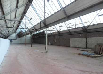 A rectangular shaped substantial workshop/warehouse available for immediate occupation within a factory complex in the borough of Hyndburn.\n\nThe unit has been occupied by a school uniform supplier for a number of years and extends in total to 7,330...