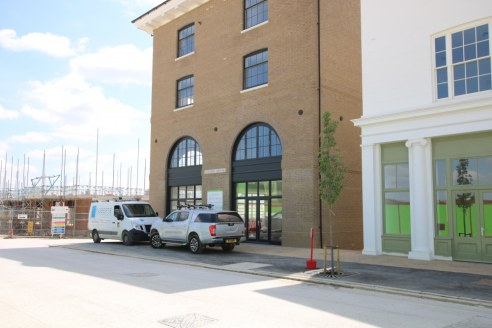 Large Ground Floor Commercial Unit