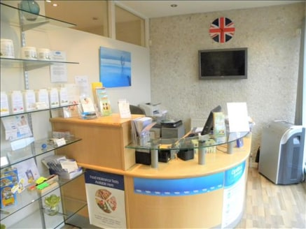 Anderson Estates welcome to the market this professional clinic offering a range of treatments, The Unit includes a reception, waiting area, large room , kitchen, corridor leading to 3 rooms 2 rooms have already been let out for £1000 PCM to be...
