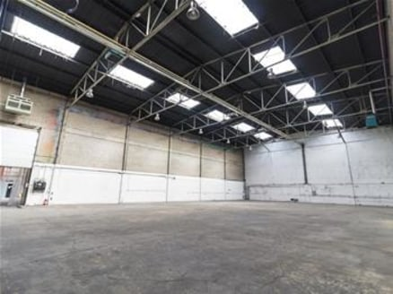 Headquarters warehouse/distribution facility constructed in two main bays with a large administrative section to the front. Each warehouse bay has a clear layout and a minimum height of 9m rising to 11.75m at the apex....
