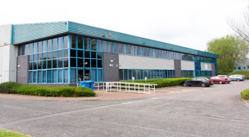 Modern Ground Floor Office Suite  Newbury House comprises a purpose-built, two-storey pavilion style office building of traditional steel portal frame construction, with brick and profile steel elevations under a profile steel roof. The property comp...