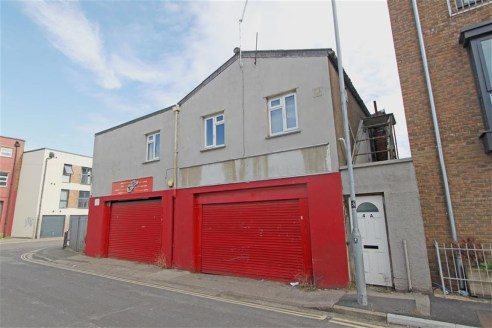An opportunity to lease a ground floor light industrial unit (approx. 1,586 sq ft), situated in a convenient location in Bedminster just off East Street. The property has previously been used for car repairs and storage and benefits from two full hei...