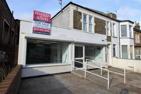 ***DOUBLE FRONTED RETAIL/OFFICE UNIT***  Opportunity to purchase a Freehold double fronted shop/office unit of approximately 600sqft situated within a short walk to Sandy Park Road with it's pleasant mix of shops and coffee lounges. The property bene...