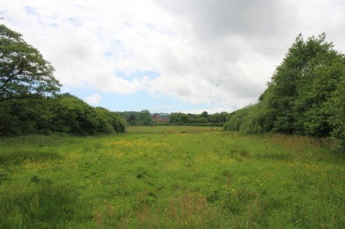 A parcel of gently sloping arable and pasture land with woodland shaws and pond. In all about 26.43 acres (10.7 ha).