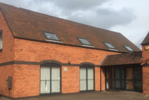 TO LET: First floor, Self-Contained Courtyard Style Office Premises 975 SQ FT (90.58 SQ...