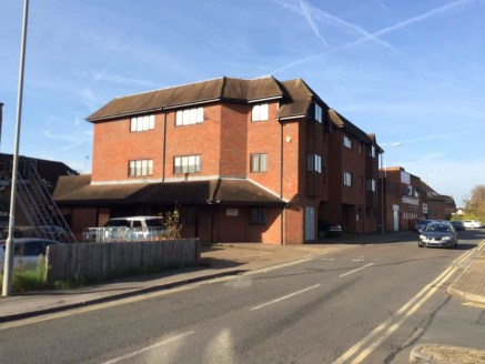 Chilterns House is located at the central hub of the main shopping facilities of Burnham fronting onto both the High Street and Jennery Lane. Burnham is an attractive ancient town situated approximately 4 miles west of Slough and 4 miles east of Maid...