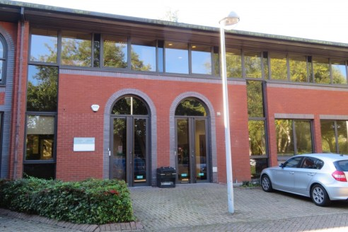 High quality offices with excellent parking in business park environment