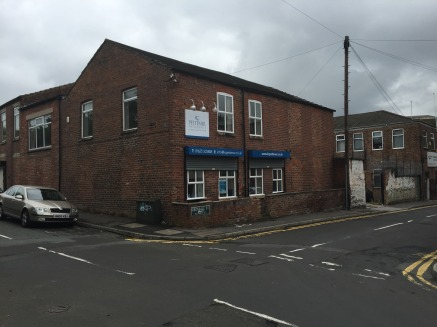 The available accommodation comprises first floor office space which can be accessed off both Union Street and the rear of the property off Crossall Street.    The office is open plan with a separate meeting room and private office, shared kitchen an...