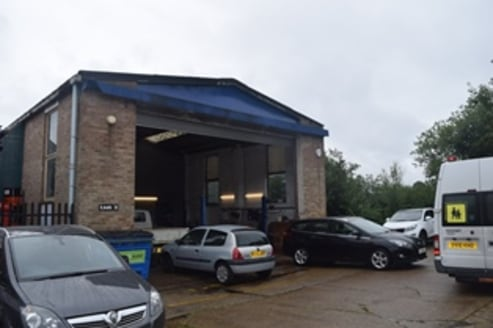 High eaves industrial unit located just off A325 Farnborough Road