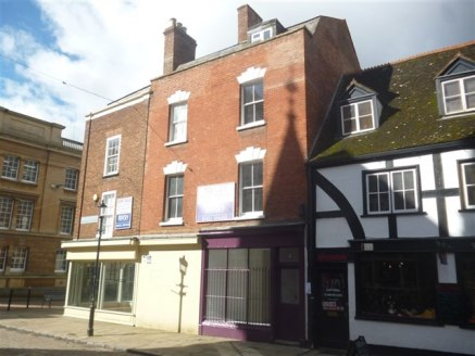 Retail unit located in a popular thoroughfare to Gloucester...
