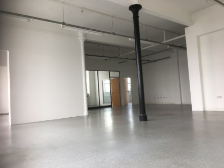 ON-SITE PARKING  MEETING ROOM  FLEXIBLE LEASES  CLOSE TO M60 ORBITAL MOTORWAY  CLOSE TO METROLINK STATION  Ivy Business Centre is a large multi-occupancy business on the outskirts of Manchester comprising of 150,000sq ft of mixed office and storage s...