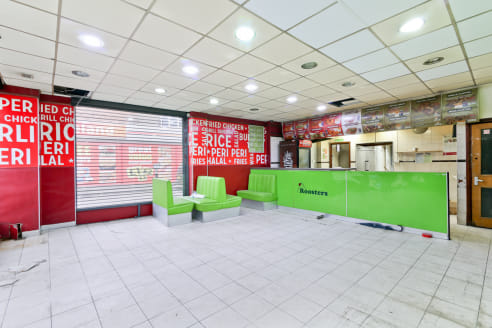 A new lease is available to let on flexible terms  The A3 permits restaurant use. The ground floor retail area measures 918sq ft and benefits from a large extraction fan, dual aspect frontage and roller shutters.   Located on busy Walworth Road, the...
