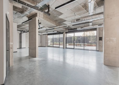 The property provides ground floor commercial use (Class A3) within a mixed-use 5 storey property. The property consists of many attributes including access to a neighbouring gym, concierge, a secure cycle storage and showers. The interiors have exce...