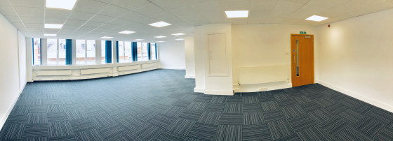 City centre office accommodation right in the heart of the thriving retail and business district. Situated on Watergate Row, 1 minute walk from ''The Cross''. Close to Sainsburys.  First Floor Suite 2 = 752 sq ft   Open plan office with excellent nat...