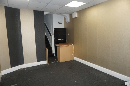 Single ground floor shop/office with 3 rooms, kitchen and wc to first floor. Ground floor area 14 sqm plus 45sqm to the upper floor. New lease available at a commencing rent of £5,200 per annum. Suit a variety of uses subject to consent....