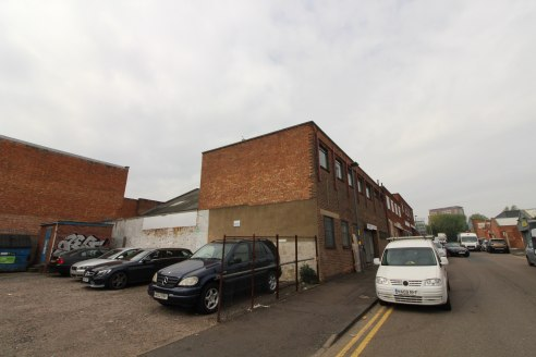 Warehouse premises in HOCKLEY with two storey...