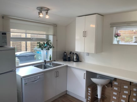 Beautifully presented premises in the heart of Oatlands Village