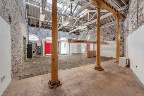 Built in 1831, Slaughterhouse is located within the award-winning Royal William Yard development which provides an array of amenities including a range of retail and restaurant users. A thriving community of residents and visitors makes the Yard a pe...