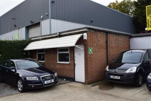 OFFICE TO LET WITH PARKING - INCENTIVES AVAILABLE ** - Situated on the west side of Chigwell Lane (A1168) on the opposite side of the road to Debden Station. The unit is approximately ¼ mile from the M11 (Junction 5- southbound only) and approximatel...