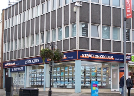 First floor offices in town centre location. 3 rooms totalling 742 sq ft. Available on a new lease on terms to be agreed....