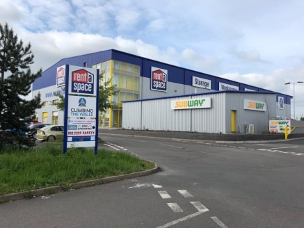 "Fully Serviced Commercial Storage/Offices/Retail\n\nPopular Business Location.\n""Easy-in, easy-out"" terms, no legal costs, simple tenancy agreements...."