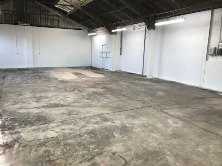 Commercial Unit to let 2349 Sq Ft suitable for various trades