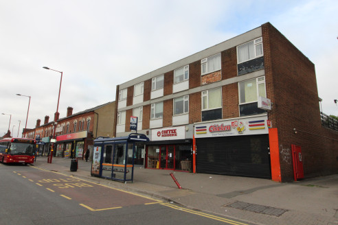 Under Offer]\n\nlOCK-UP retail premises SITUATED on a busy shopping parade near COTTERIDGE HIGH STREET - Total NIA 1,075 ft2 (99.9 m2)...