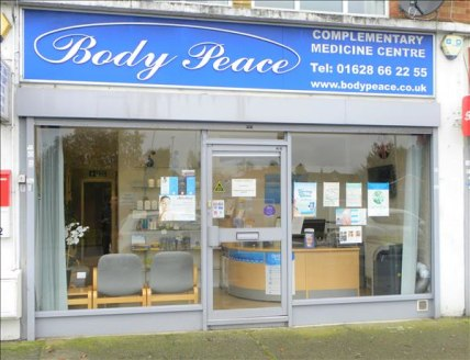 Anderson Estates are proud to present a large room (with shower) to rent within a professional clinic , located with a small parade of shops just off the A4 (opposite Sainsburys Store) The Room available can be used for a treatment room , beautician...