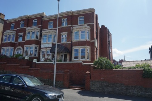 An excellent 4 Star family guest house located in an elevated position overlooking Gynn Square and Queens Promenade at the north end of Blackpool Promenade. The semi-detached Victorian building offers sea views and retains many of it's original featu...