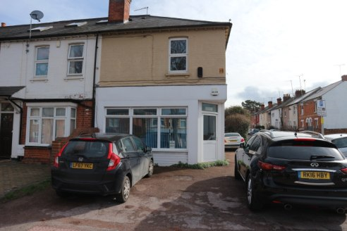Prominently positioned, open plan, ground floor office with potential for A1 retail (STP).
