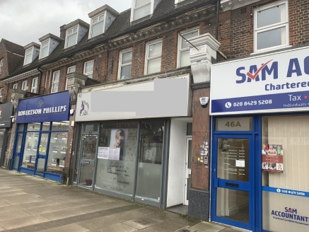 A well proportioned lock-up shop unit which had been fully fitted as a beauty salon. The shop provides approximately 662 sq ft of floor space which is divided into several treatment room areas. The impeccable interior includes dark wood flooring, ele...