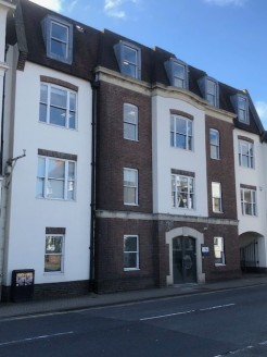 7,142 sq ft\n\nPrime Office Location\n\nElizabeth House offers modern open plan space on four floors with a listed period detached cottage on two floors. The cottage offers ideal staff space, storage, directors accommodation or offices. There are 21....