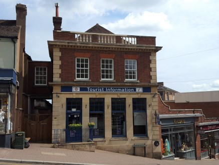 A 1,268 sq ft ground floor retail unit located on Church Street Malvern. Former bank building providing character and well proportioned accommodation.