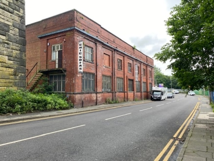 Lever Bridge Mill is an extensive detached and split level industrial mill building of traditional brick construction and set beneath a mixture of slate roof coverings and glazed northlights.  The premises have been sub-divided to create a number of...