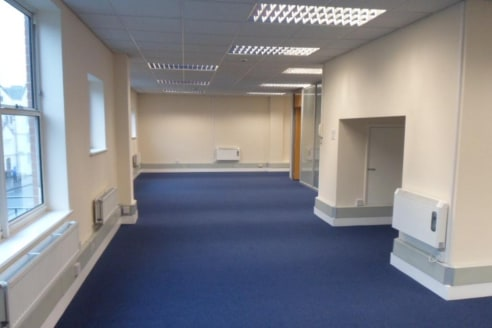 Property Type\nOffices\n\nAvailability\nTo Let\n\nSize\n1,506 sq ft\n\nRent\n£32,000 per annum\n\nEnergy Performance Rating\nUpon enquiry\n\nOpen plan offices suite overlooking Guildford High Street\n\nKey Features\n\n* Self Contained Office Sp...