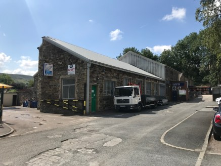 The unit is felxible and is suitable for a number of uses.  The property consists of stone elevations under a steel  profile clad pitched roof.  The premises was formally a School and benefits from  Educational Use D1 and is relatively open plan with...