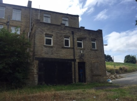 The premises briefly comprises a 3 bedroomed end terrace property having an industrial unit with upper floor offices situated to the rear at lower ground level.  The residential accommodation benefits from having a kitchen, lounge and dining room ope...