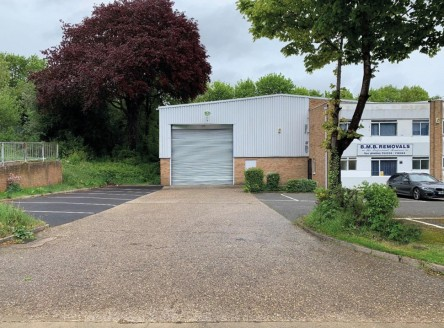 "<p class=""p1"">The established and very well located Westgate Industrial Estate is a favourite with trade occupiers and is approximately 2.5 miles northwest of Northampton town centre and easily accessible to the M1 (Junctions 15,15a &amp; 16).</p><ul..."