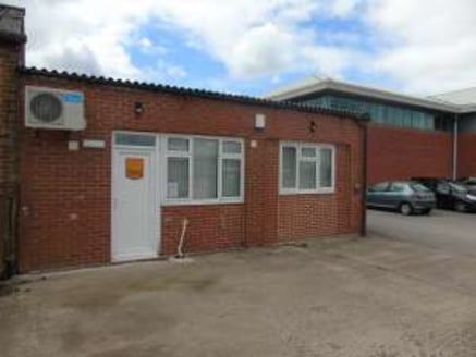 Net Internal Area 55.7 sq.m / 599 sq.ft High quality specification including air conditioning and led lighting. Located on well-established industrial estate....
