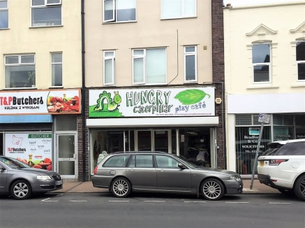 **SHORT TERM TENANCY** An extended shop of approximately 2,500sqft, available as a short term 'Pop-Up' shop for approximately 6 months at �750pcm. The property is ideally located between North Street, East Street and West Street on a busy intersectio...
