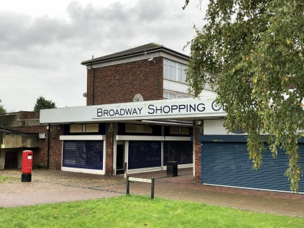 Unit 1-2 Malting Square, Yaxley is situated on the edge of the Broadway shopping complex and comprises a ground floor retail premises of 1,282 sq ft. There is an electric roller shutter door at the front and side of the premises....