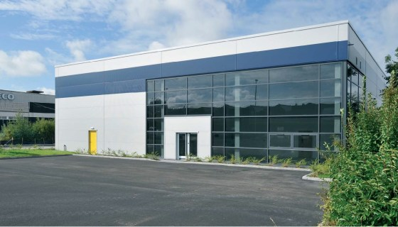 Modern industrial warehouse comprising 11,212 sq ft at Premier Park, Winsford.  The unit is a modern detached facility with excellent prominence on to Road One. The unit is built to a high specification with the added benefit of a low site coverage,...