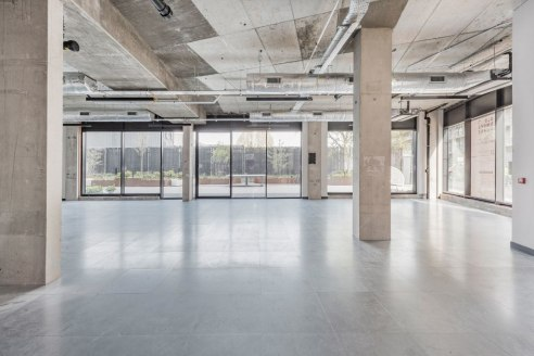 The property provides ground floor commercial use (Class B1) within a mixed-use 5 storey property. The interiors have exceptional natural light with floor to ceiling windows, contemporary suspended lighting, exposed concrete and raised floor.   The p...