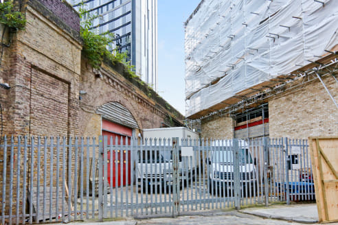 Arch 148 is currently occupied for storage. It is currently accessible via the gated yard fronting Hampton Street however, it is possible to open the rear access on to Maldonado Way. The unit has an eaves height of 4.6 metres therefore allowing room...